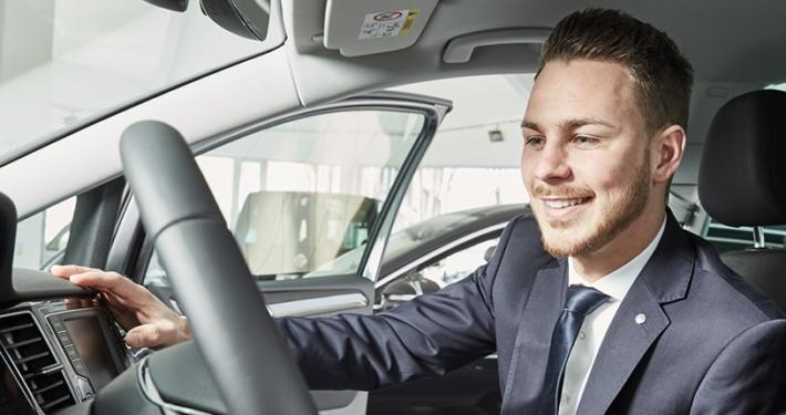 Automobilverkäufer Neuwagen Audi