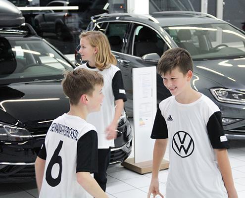 Trikotübergabe FC Germania Friedrichstal Spieler